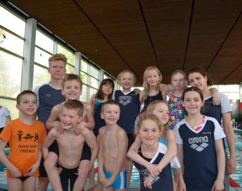 Die Talentgruppe (TG) des Schwimmclub Westerbach Eschborn (SCWE) beim 33. Einladungsschwimmfest in Hochheim